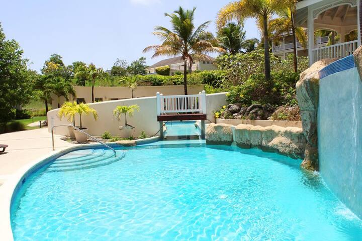 Dream Apt for 4, sea-view, 2 pools, tennis, gym