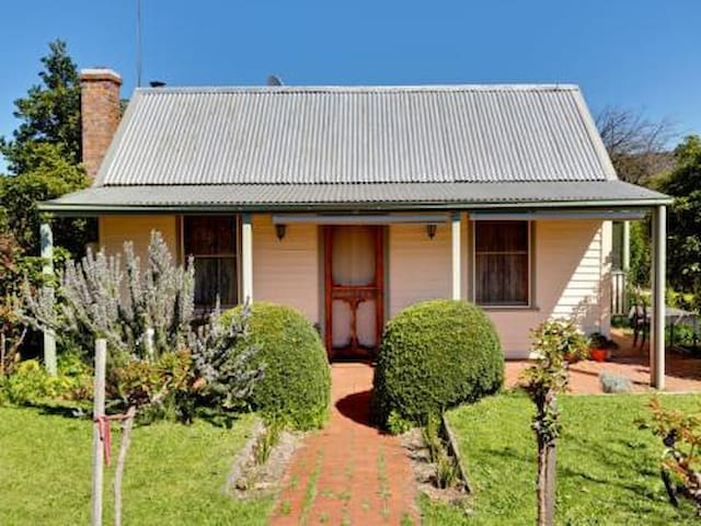 'Apple Tree Cottage' - Strathbogie - House