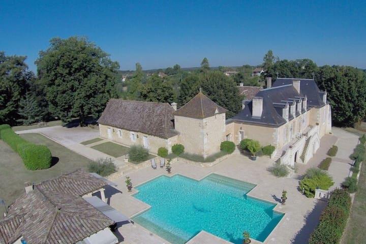 Luxuriöse Villa in der Aquitaine am See