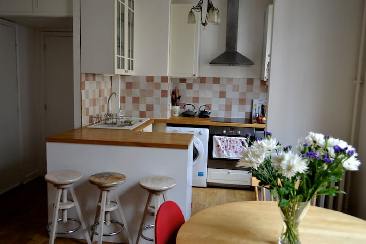 The cosy kitchen with your personal bar