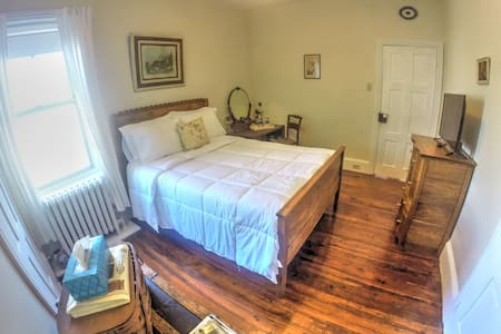 Antique Bedroom - Philadelphia - Bed & Breakfast