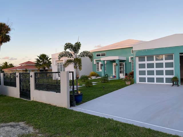 Private Oasis Minutes from Beaches + Dining+More!