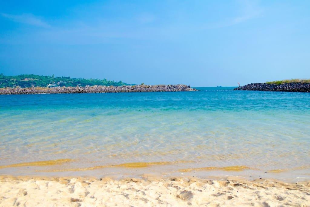 5 phút đi bộ đến bãi biển cát được bảo vệ