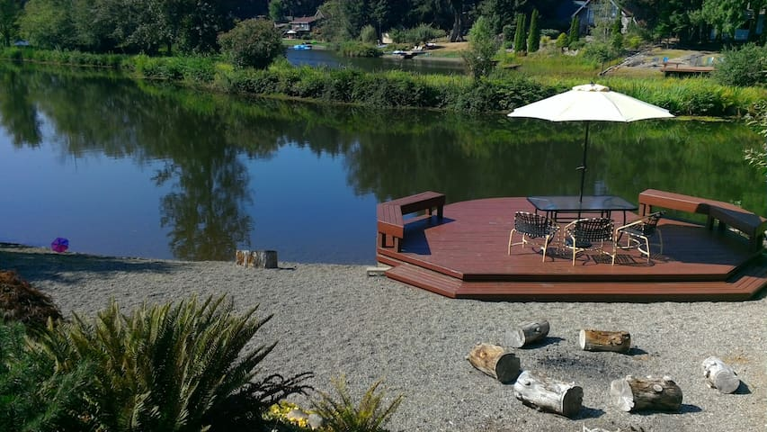 Hot Tub, Waterfront, up to 6 Guests!