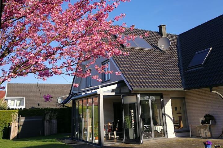 Schönes Dachgeschoss Zimmer mit Bad im Münsterland