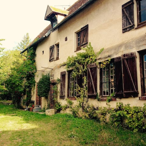 Independent Room in a Home for Artists/Travellers - Saint-Piat - Dom