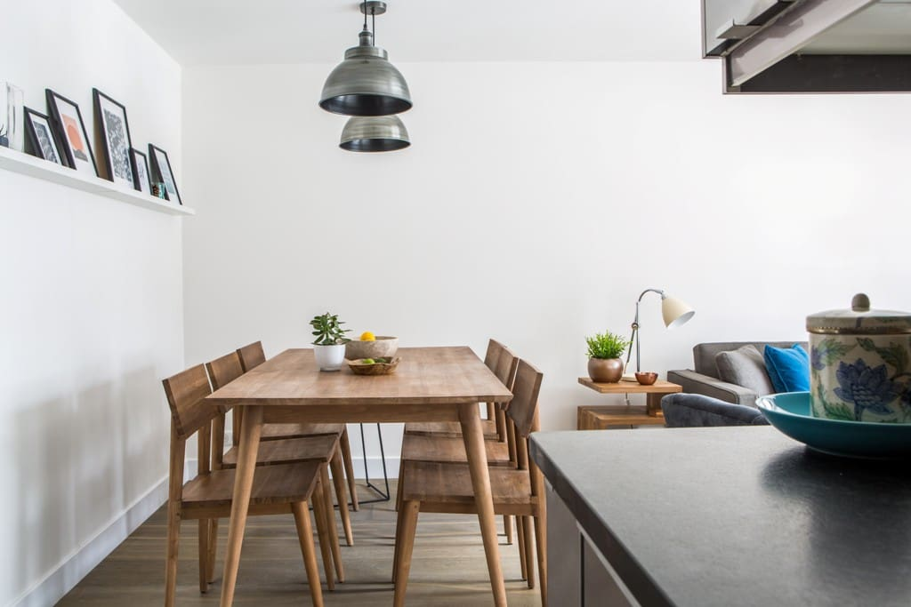 Open plan dining for 6 people
