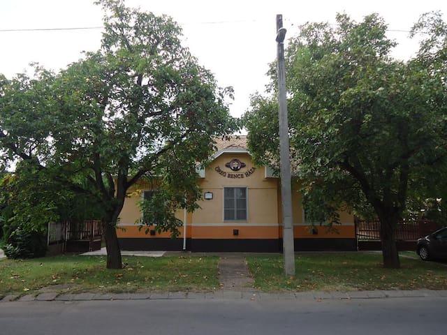 Öreg Bence Vendégház - Hajdúszoboszló - Talo