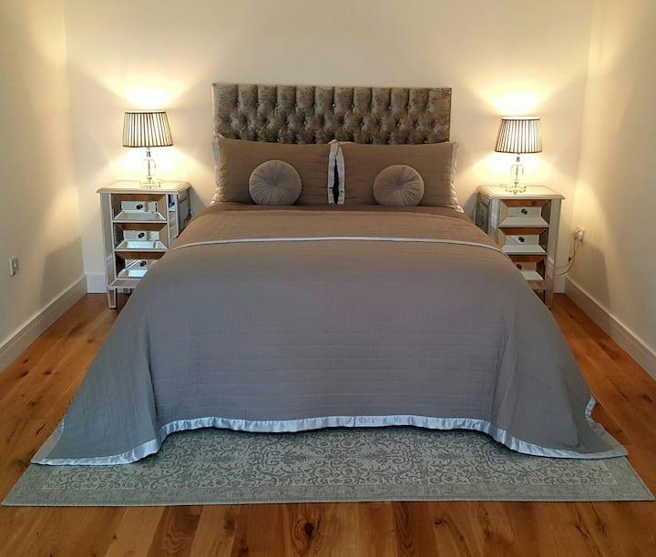 Self Contained Luxury Open Plan Studio Apartment