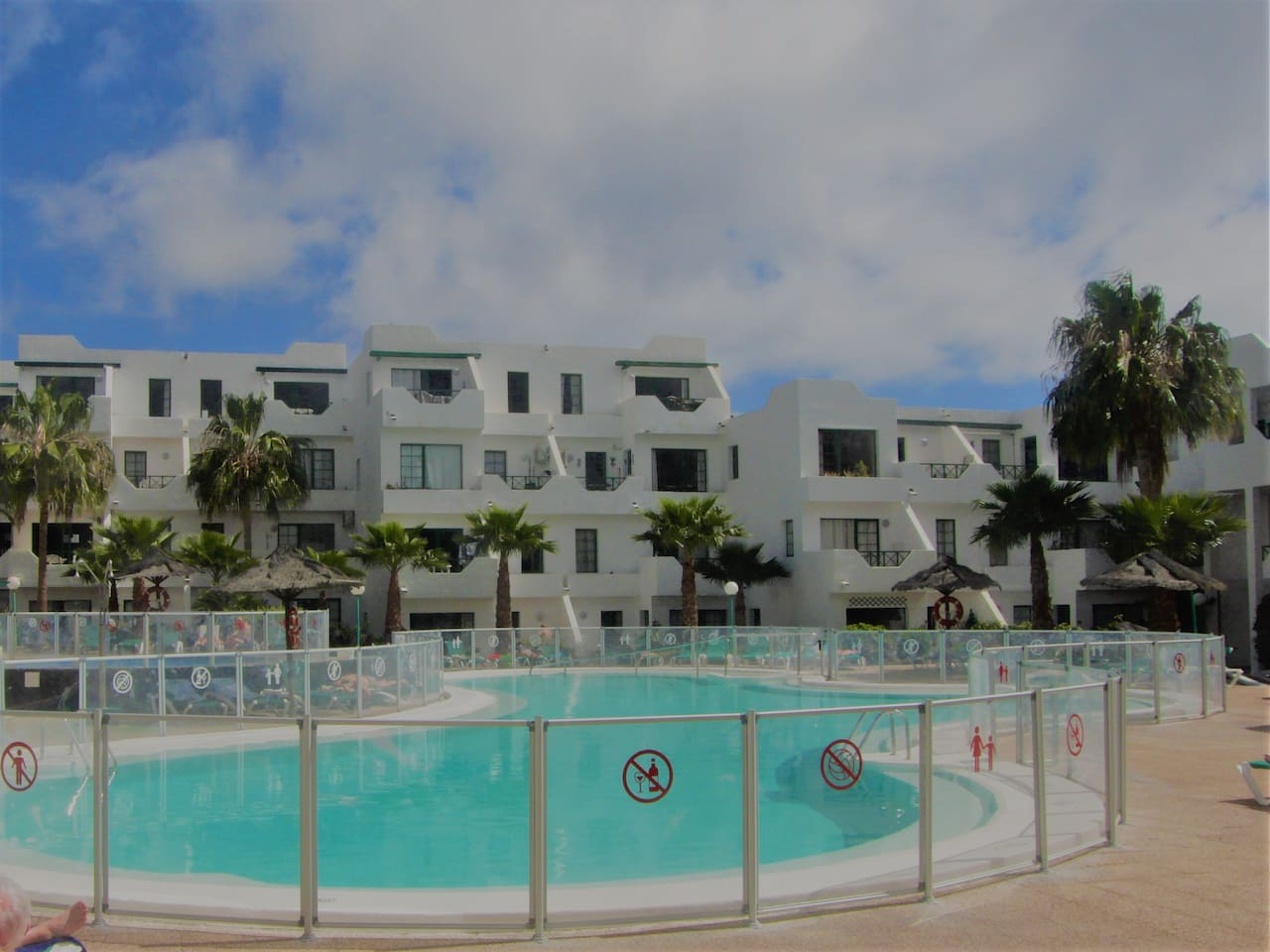 1 Bed apartment with sea and pool views, sleeps up to 4 guests