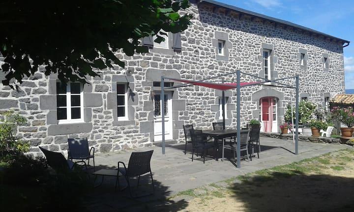 La maison en pierres Villedieu Cantal