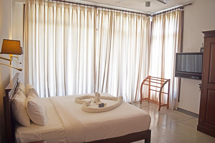 Ground Floor Room - These Rooms are Larger than any other space in Trincomalee. The Room Comes with a Spectacular view of the Garden & Ocean