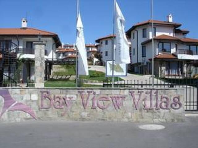 "Апартамент в вила-люкс""Bay View Villas"" Kosharitca - หาดซันนี่ - เซอร์วิสอพาร์ทเมนท์"