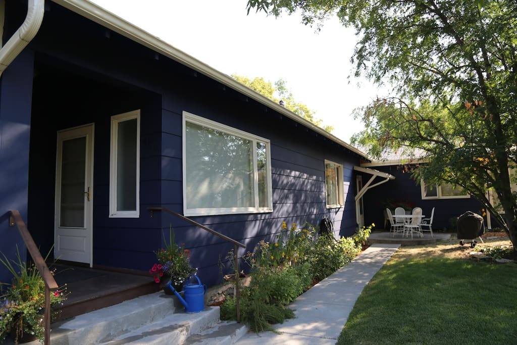 Small open front porch and back patio with grill