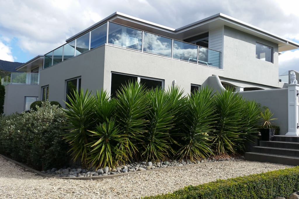 Lovely modern home situated on a quiet back section