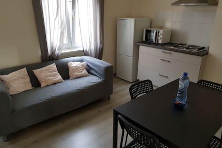 Petit appartement juste en face de la place Flagey