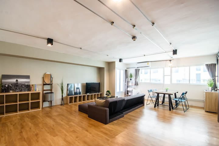 Brooklyn Private Loft@BTS Ari/JJ Market/WholeFloor