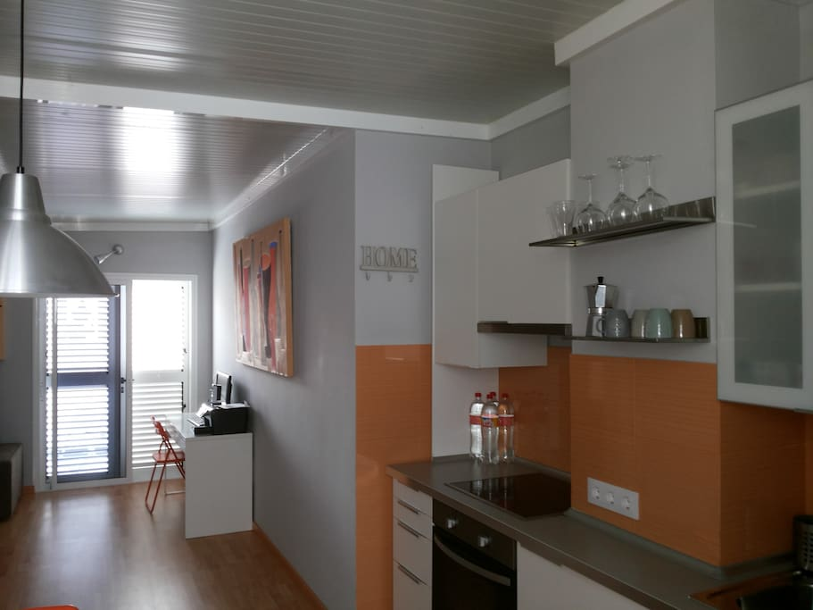 Lovely 1bd attic downtown apartamentos en alquiler en - Singular kitchen las palmas ...