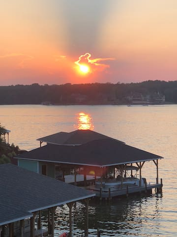 Lake Tillery Sunsets and Retreat