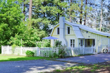 *LOCATED ON ICICLE ROAD, CLOSE TO HIKING AND TOWN*