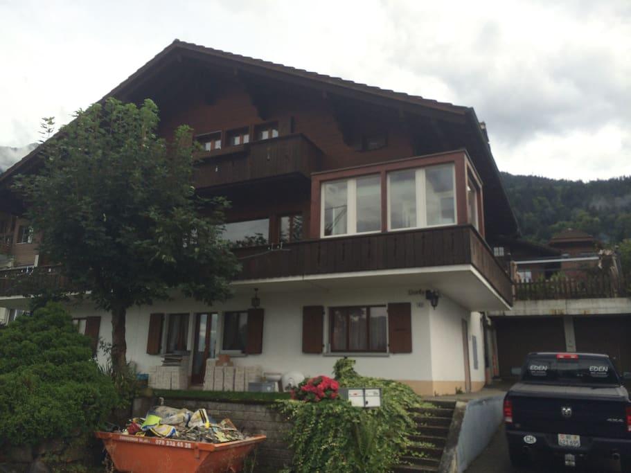 Ansicht Haus, die Ferienwohnung befindet sich zuoberst