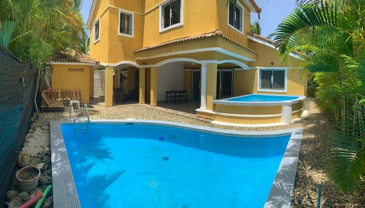 Cozy 3Bdr Villa close to Ocean with Pool&Jacuzzi