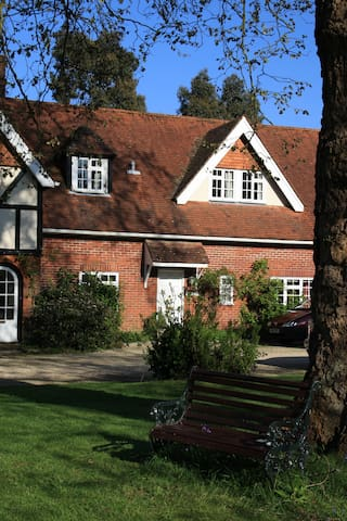 Stable Cottage at Lyndhurst in The New Forest - Lyndhurst