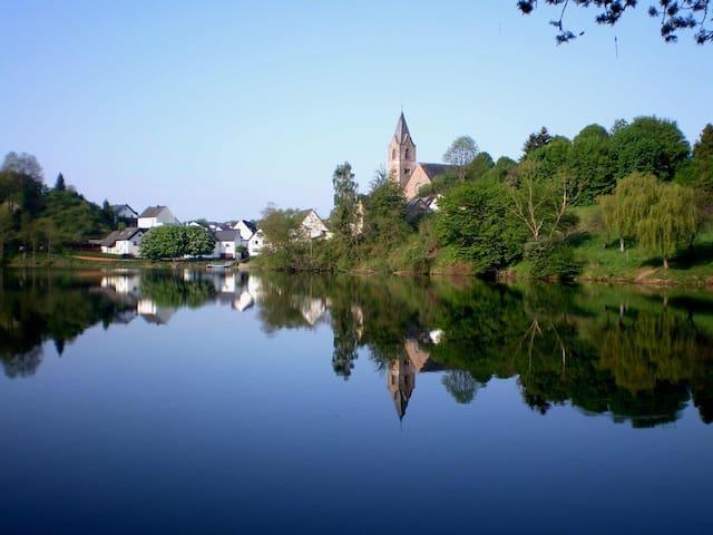 Ferienhaus zur Burg Ulmen - Ulmen - Hus