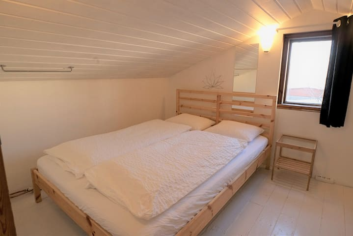 Attic room in actors home, BEST LOCATION  - W