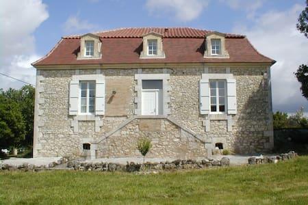 Maison de Maître au cœur des Bastides de Dordogne - Boisse - Rumah