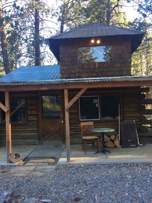 Log cabin in the woods chatki do wynaj cia w bend for Cabin in the woods oregon