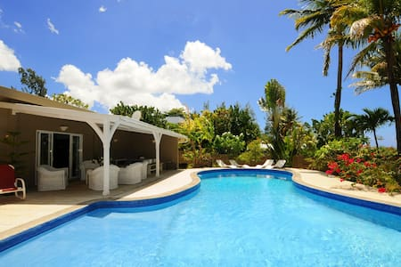 Villa Philibert, Pool on the beach - Riambel