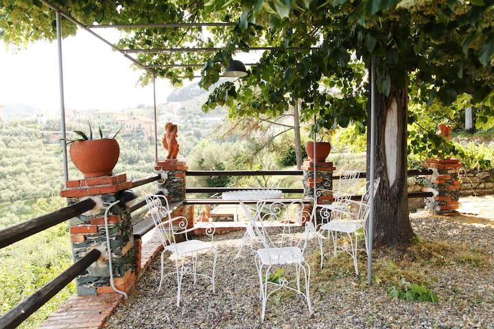 B&B - Hidden paradise over Celle Ligure