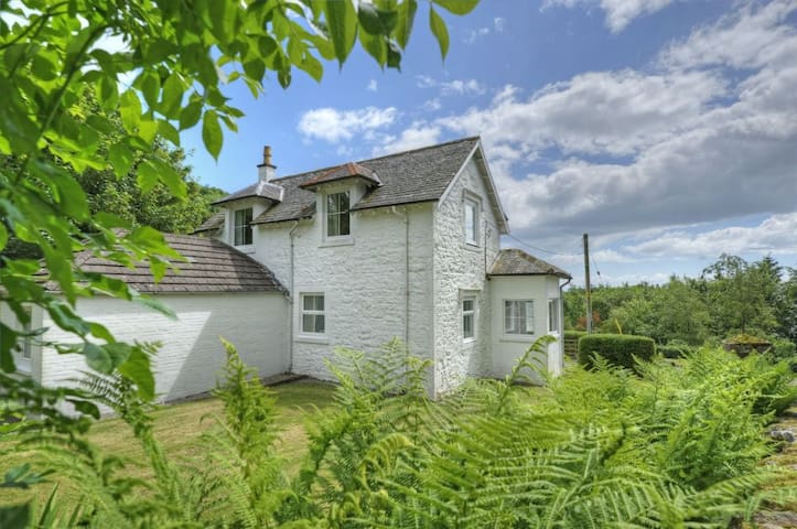 Coastal cottage on a beautiful estate with no neighbours. Private loch & shore, SW Scotland nr Kirkcudbright - Kirkcudbright - บ้าน