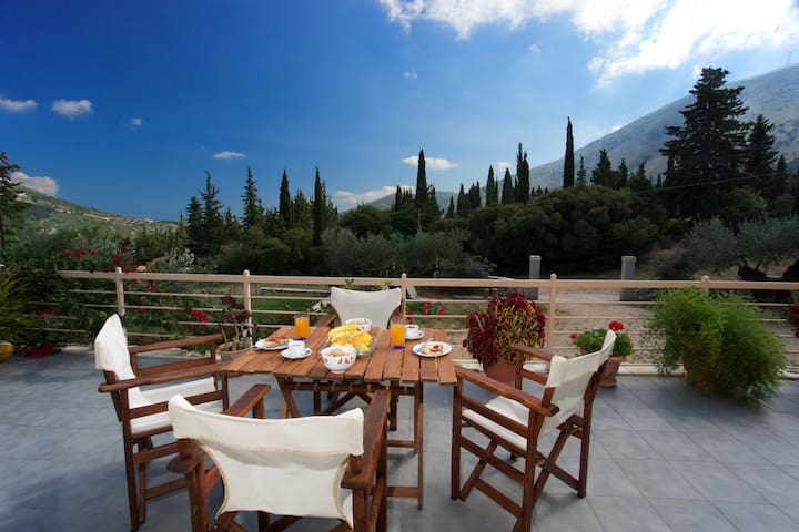 Spacious modern villa with mountain view & privacy - Agia Effimia