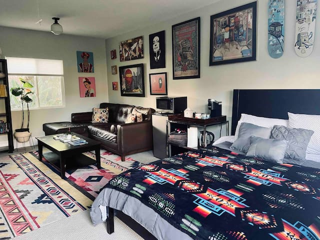 Private Venice Backhouse - Complimentary MetroPass