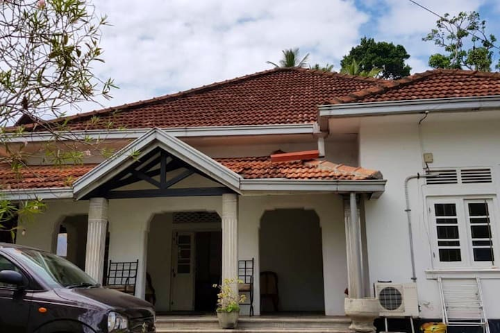 """Galle """"85"""" House"""