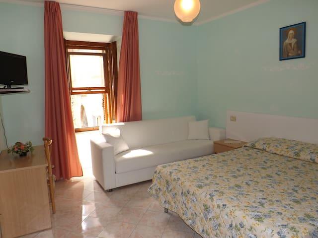 Camere Santa Chiara, cozy B&B in city center! 1p