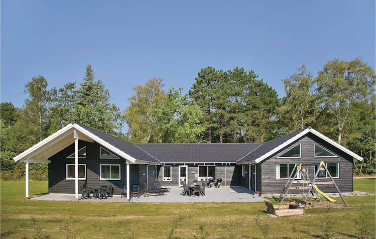 Holiday cottage with 8 bedrooms on 310m² in Frederiksværk