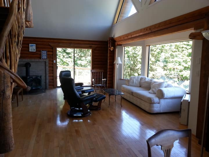 Gorgeous View:  Log Home & Acreage, idyllic space