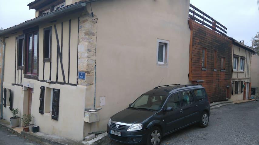 Maison de village avec vue sur les Pyrénées - Roquefort-sur-Garonne - House