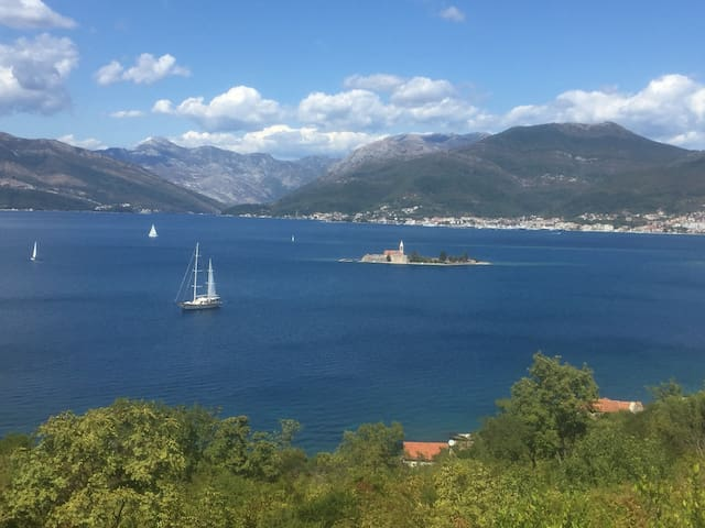 New spacious villa with great view of Tivat Bay