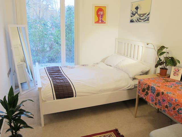 Gorgeous CANALSIDE DOUBLE - London Fields/Dalston