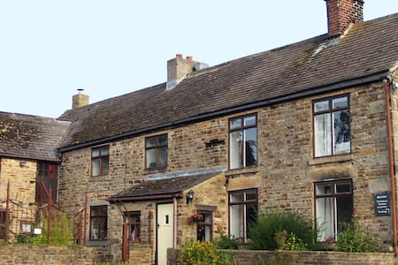 3 bedroom farmhouse, Peak District - Casa