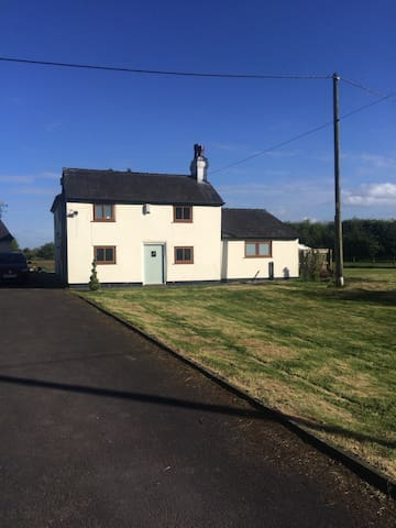 Cottage in a quiet peaceful location - Leigh - Huis