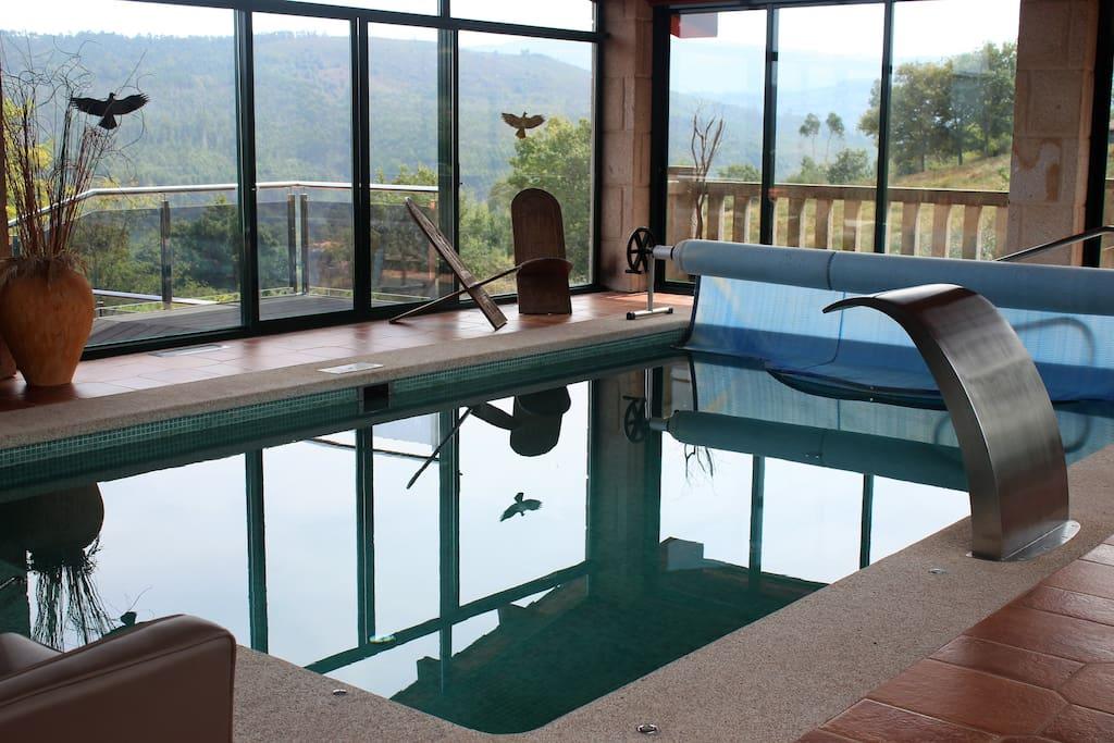 Casa con piscina climatizada en plena naturaleza casas de invitados en alquiler en vilarch n - Apartamentos con piscina en galicia ...