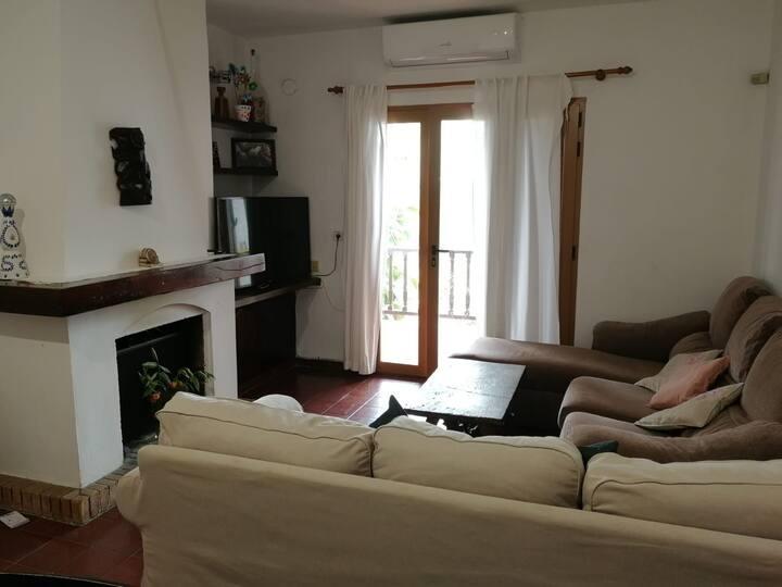 Amplia habitación en el centro de Jesús. Ibiza