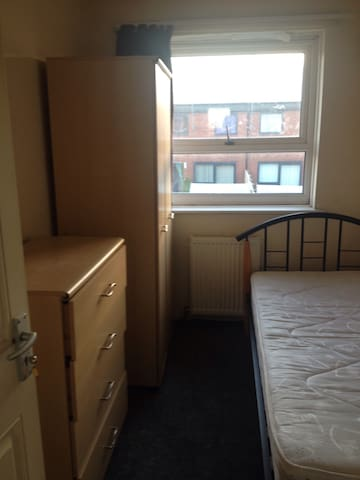 Small room for rent - Rochdale - Σπίτι