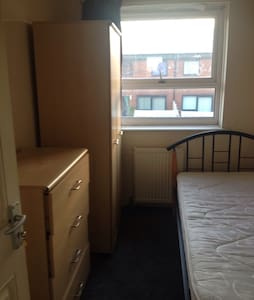 Small room for rent - Rochdale - Huis
