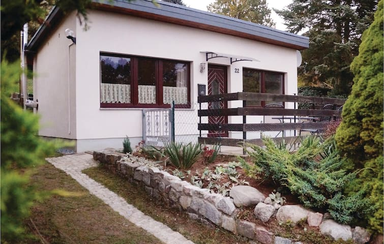 Holiday cottage with 1 bedroom on 40m² in Klein Nemerow